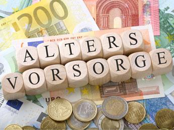 Foto mit Würfeln und darunter Euroscheine